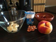Ofer cereale și lapte la micul dejun pentru un an